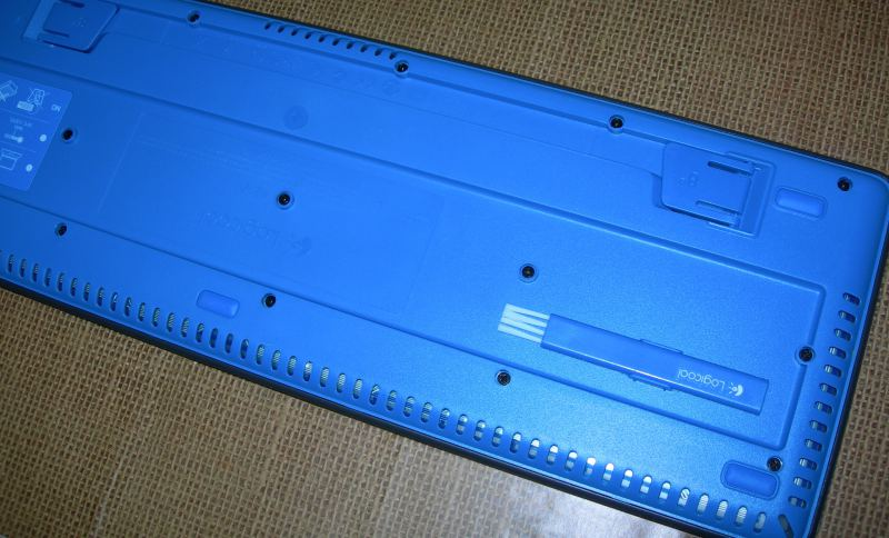 Logicool K310の裏面の画像